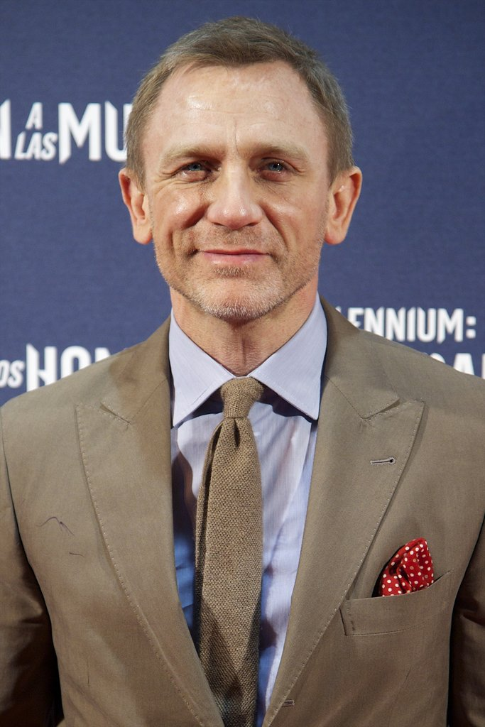 Daniel Craig topped off his ensemble with a red pocket square in Madrid.