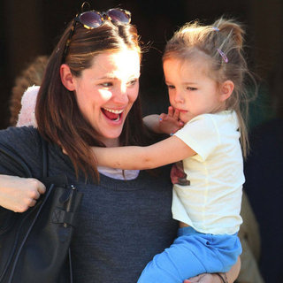 Pregnant Jennifer Garner Kissing Seraphina Pictures