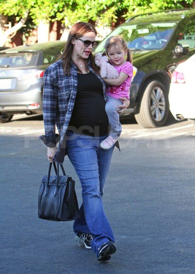 Jennifer Garner Grabs Seraphina For a Prebirthday Breakfast
