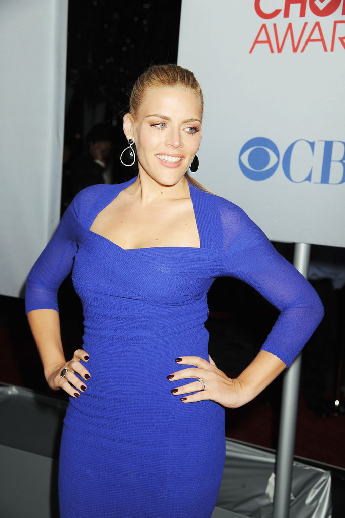 Busy Philipps wore dangling earrings at the People's Choice Awards.