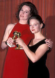 Jodie Foster and Sigourney Weaver, 1989