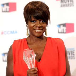 "Viola Davis on Prepping Her ""Loser Face"" at Critics' Choice"