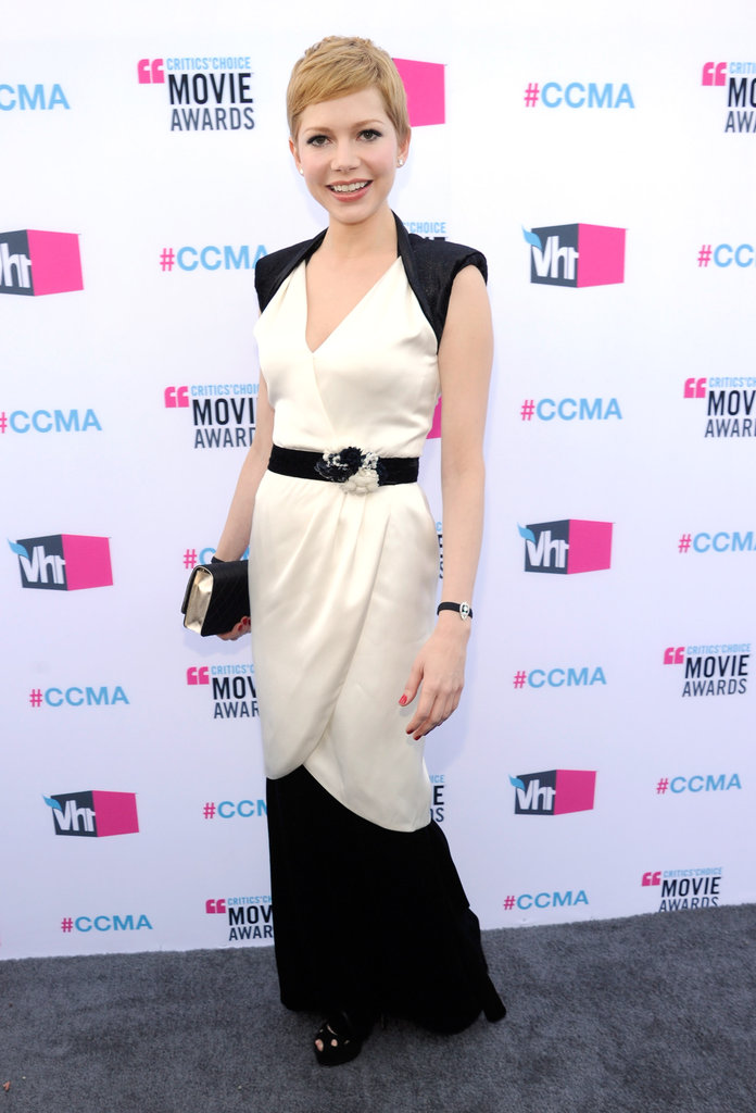 Michelle Williams gave a big smile on the grey carpet at the Critics' Choice Awards.