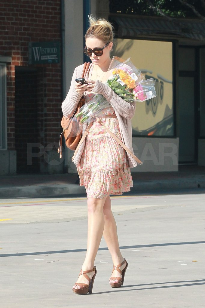 Lauren Conrad carried flowers.