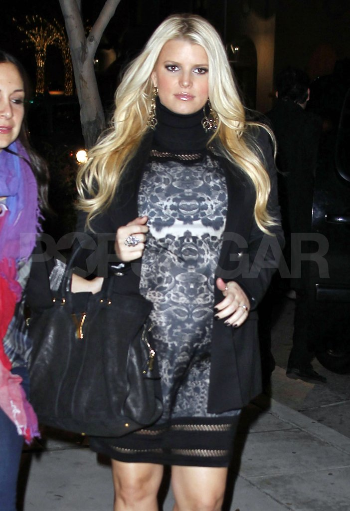Pregnant Jessica Simpson made her way to Mastro's steakhouse in LA.