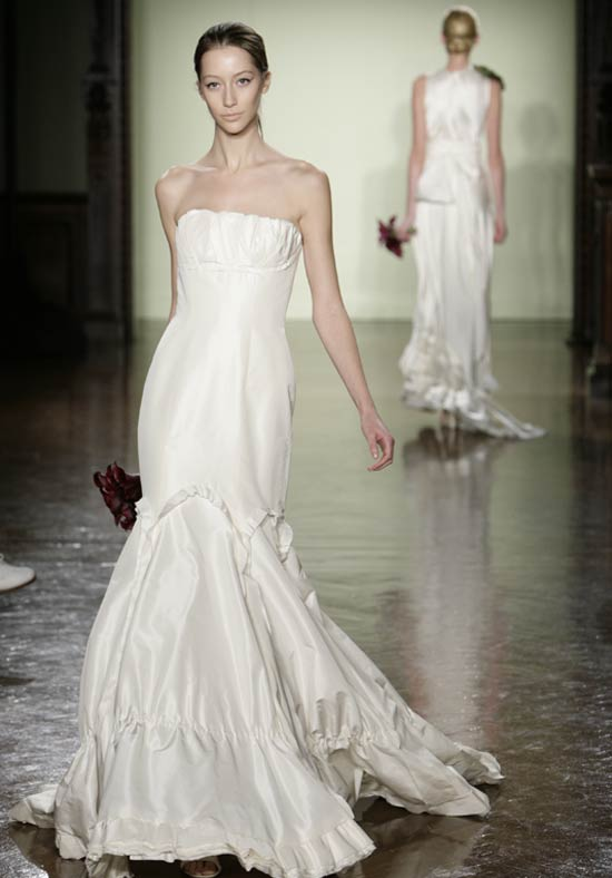 Tari 39 s blog vera wang her name is synonymous with for Peacock feather wedding dress vera wang 2009