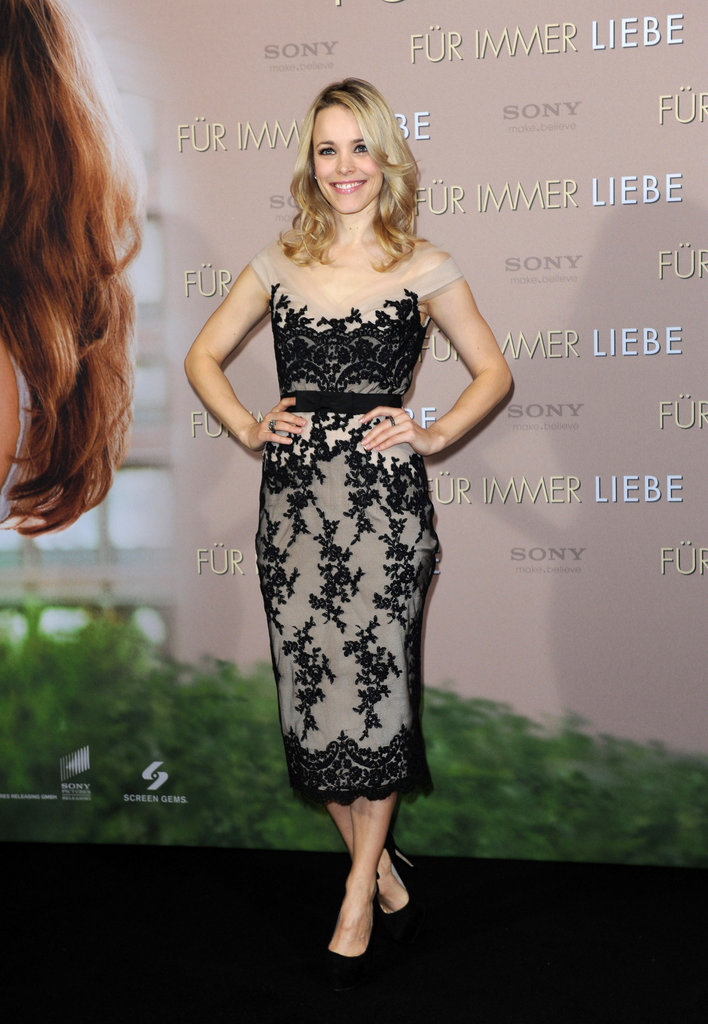 Rachel McAdams dressed up for The Vow premiere.