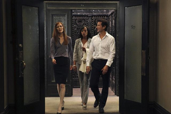 Darby Stanchfield, Kerry Washington, and Henry Ian Cusick in Scandal.