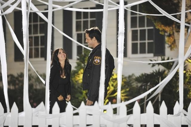Courteney Cox and Josh Hopkins in Cougar Town. Photos copyright 2012 ABC, Inc.