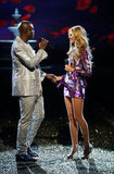 Seal holds hands with Heidi on the runway of the 2007 Victoria's Secret Fashion Show.