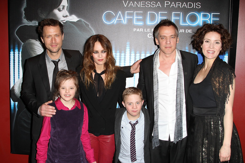 Kevin Parent, Alice Dubois, Vanessa Paradis, Marin Gerrier, Jean-Marc Vallée and Evelyne Brochu attend the Café De Flore Paris premiere.
