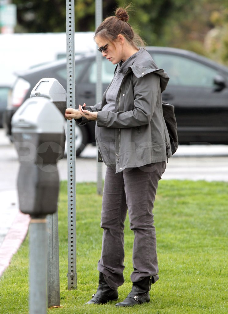 Jennifer Garner fed a meter in LA.