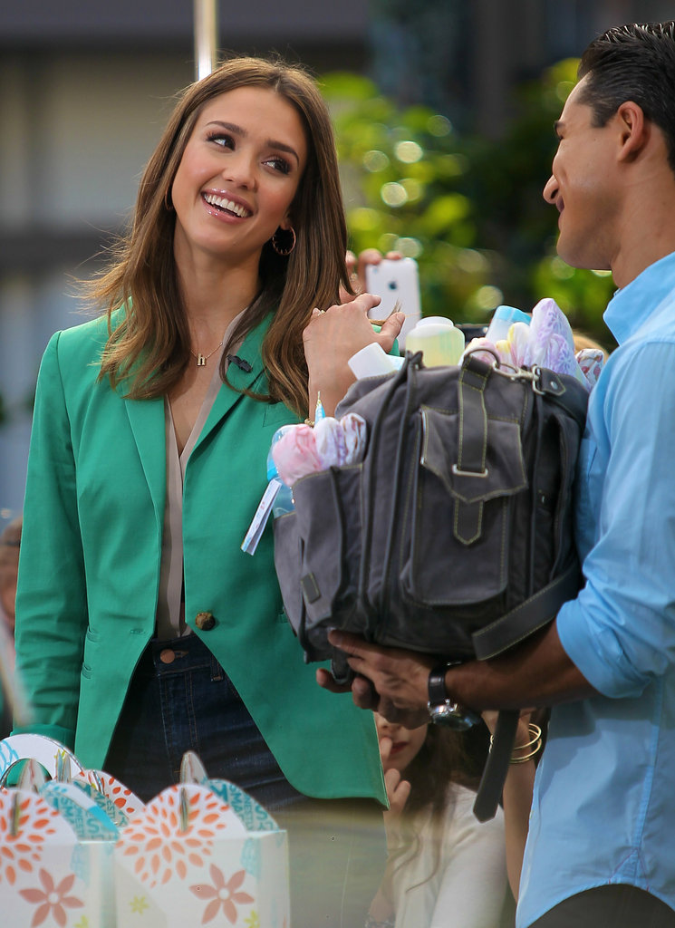 Jessica Alba Goes Green For an Honest Appearance on Extra While Cash Totes Honor