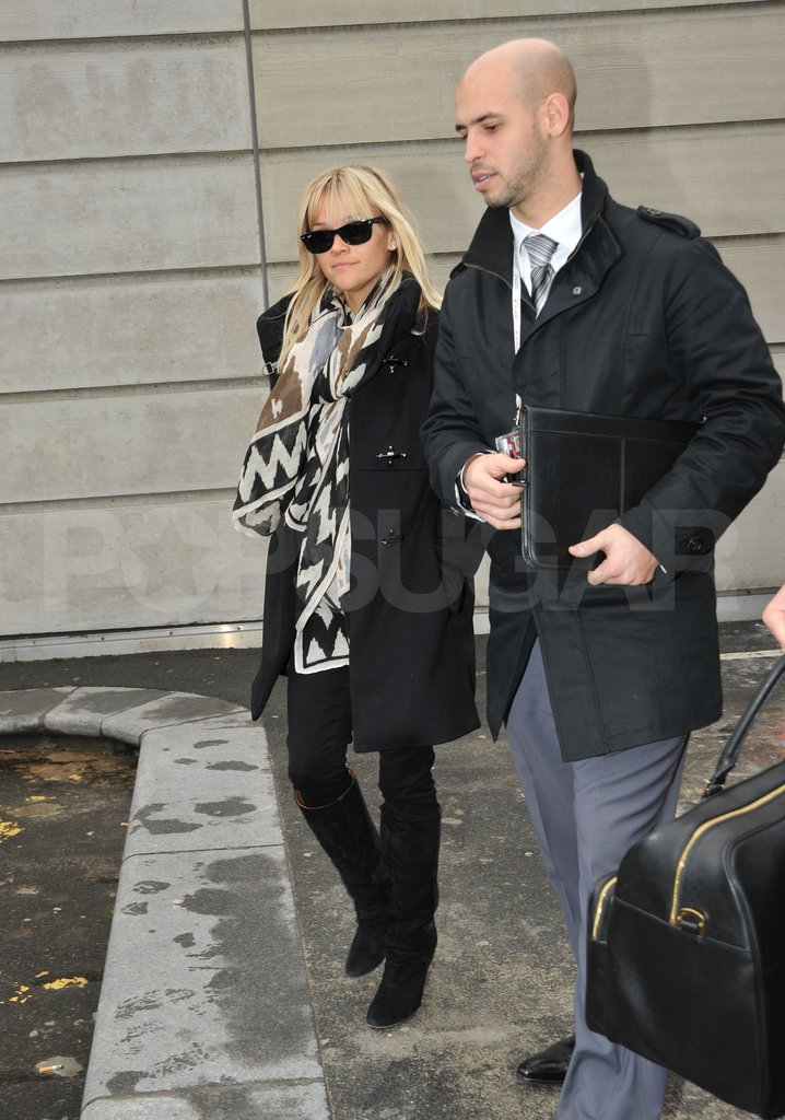 Reese Witherspoon wore a big scarf in Paris.