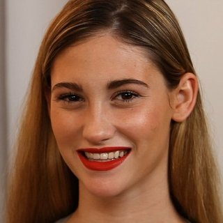 Tips For Applying and Wearing Red Lipstick