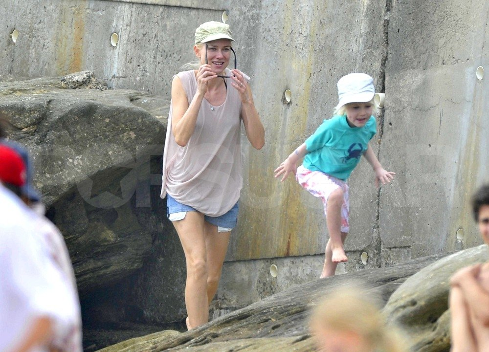 Naomi Watts watched Sasha Schreiber play on the rocks in Sydney.