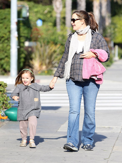 Jennifer Garner Gives Sweet Seraphina a Helping Hand