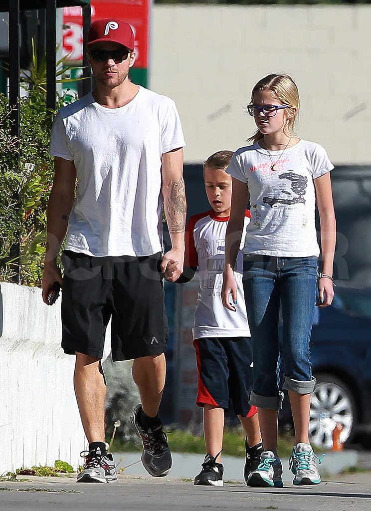 Ryan Phillippe is dating Paulina Slagter.