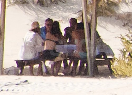 The Middletons enjoyed an al fresco lunch in Mustique.