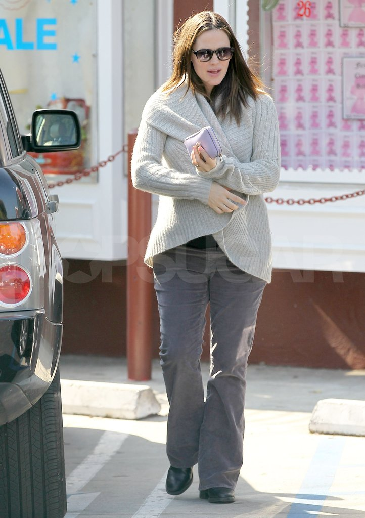 Pregnant Jennifer Garner bundled up in a sweater.
