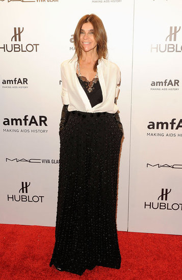 Carine Roitfeld tucked a white silk blouse into a long black skirt. She added black leather gloves to the mix, which gave the illusion of a slicker, more suited-up look. 4689553