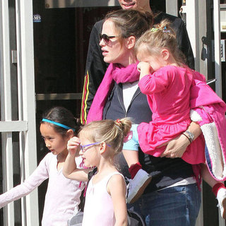 Jennifer Garner Ballet Class With Violet & Seraphina