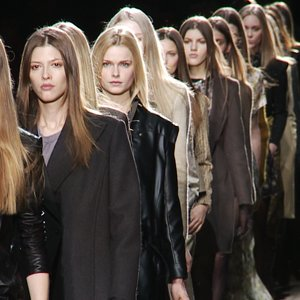 Theyskens' Theory Fall 2012 Runway [Video]