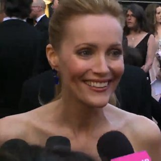 Video: Leslie Mann on George Clooney Kiss
