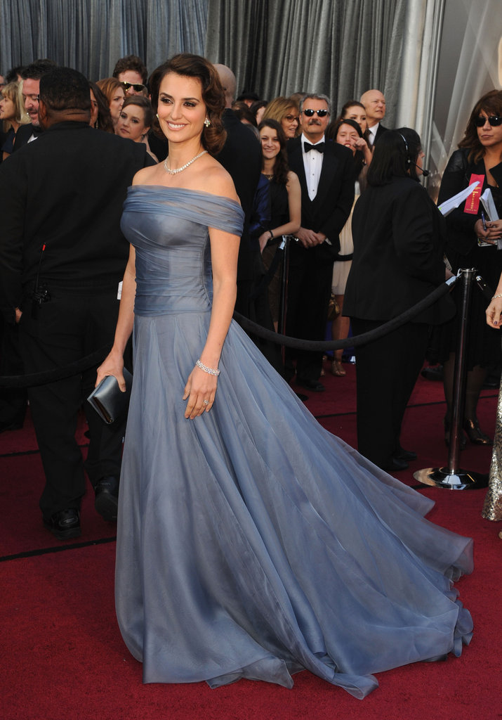 Penelope Cruz graces the Oscars Red Carpet in Armani Privé.