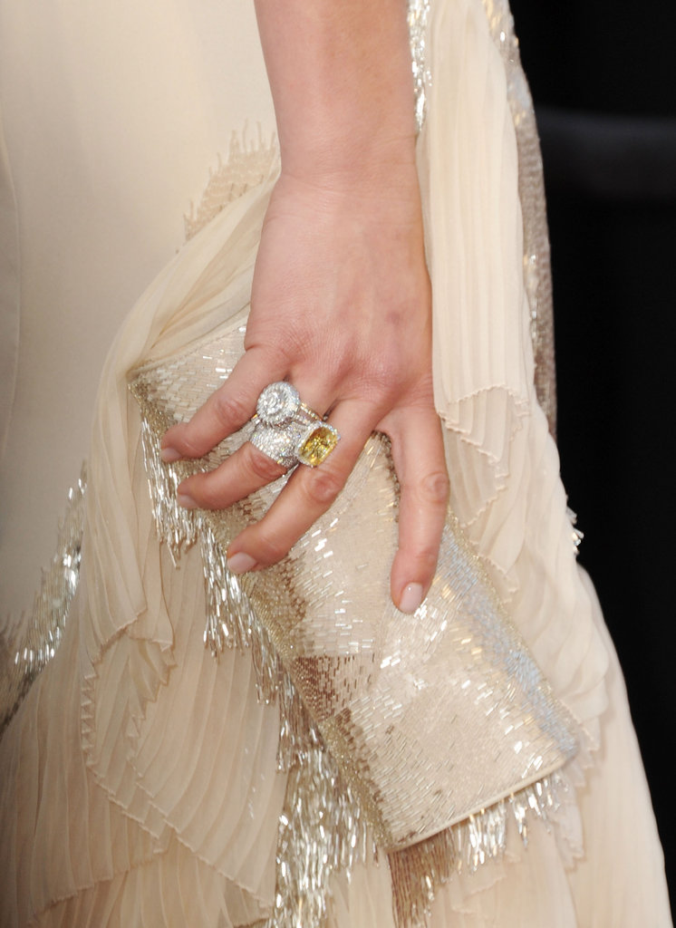 Cameron Diaz toted a creamy clutch to match her Gucci gown.