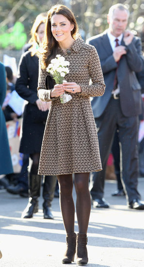 Kate Middleton accepted white flowers.