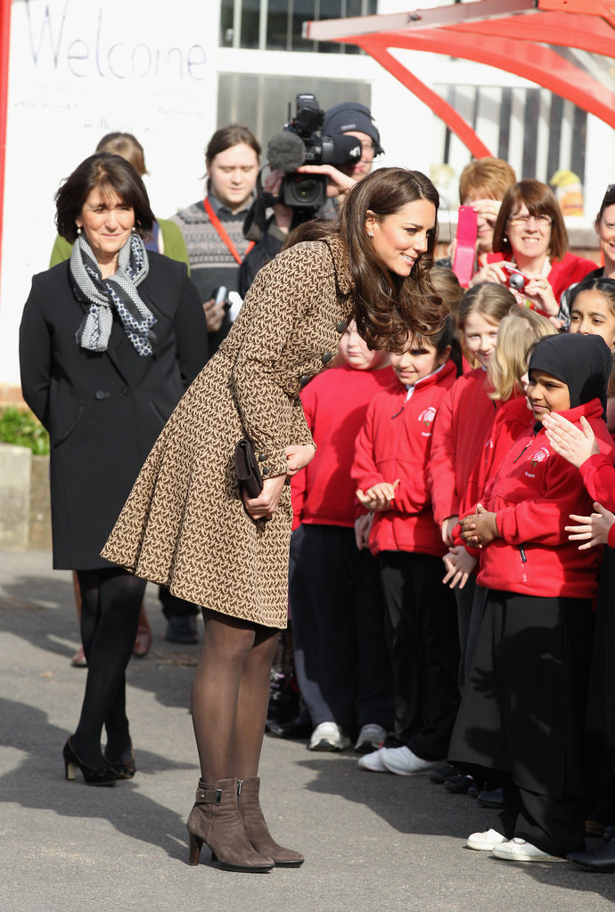Kate Middleton said hello to kids on Oxford.