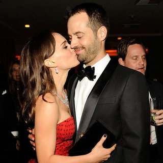 Natalie Portman and Benjamin Millepied Kiss Pictures at 2012 Vanity Fair Oscars Party