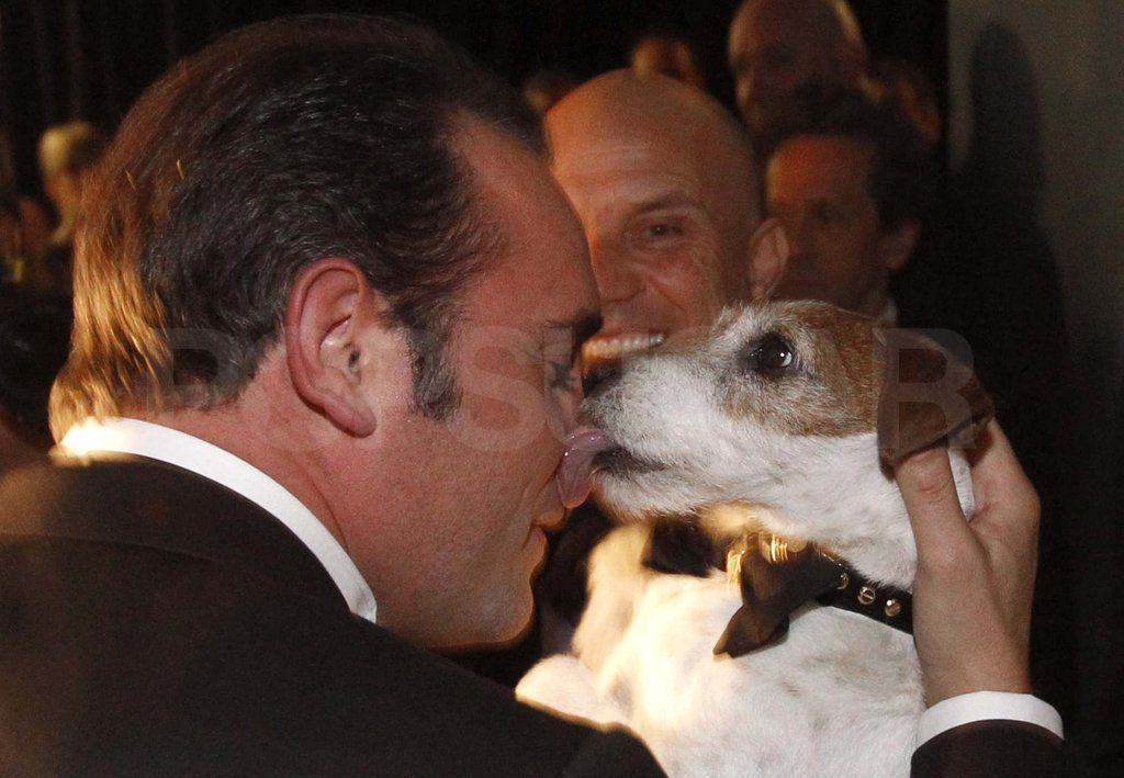 Jean Dujardin got a kiss from Uggie!
