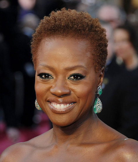 Channel Viola Davis's statement-making emerald-hued earrings. 4801078