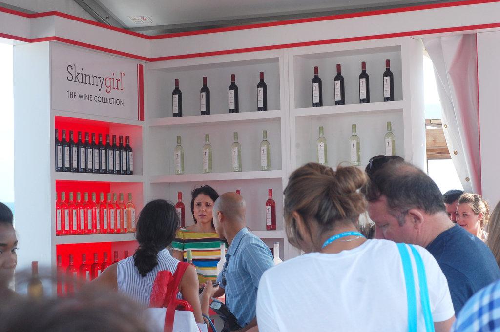 Bethenny at Skinnygirl Booth