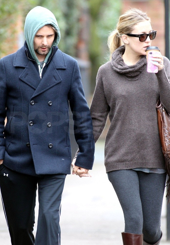 Kate Hudson and Matthew Bellamy held hands.
