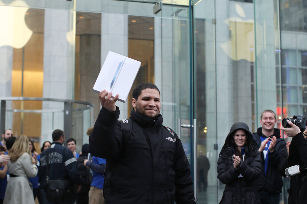 The first iPad leaves the Apple Store.