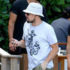 Leonardo DiCaprio Eating Lunch in Miami Pictures