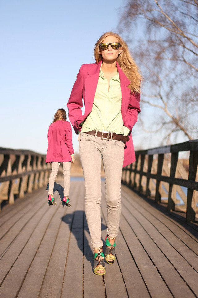 A relaxed take on Spring layers featuring bold colorblocked sandals.  Photo courtesy of Lookbook.nu