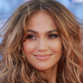 Jennifer Lopez Wins BellaSugar Beauty Award For Radiant Skin
