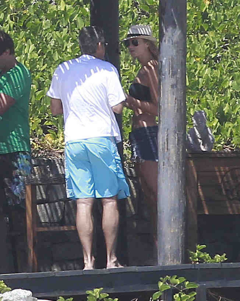 George Clooney and Bikini-Clad Stacy Keibler Sip Beers Beachside in Cabo