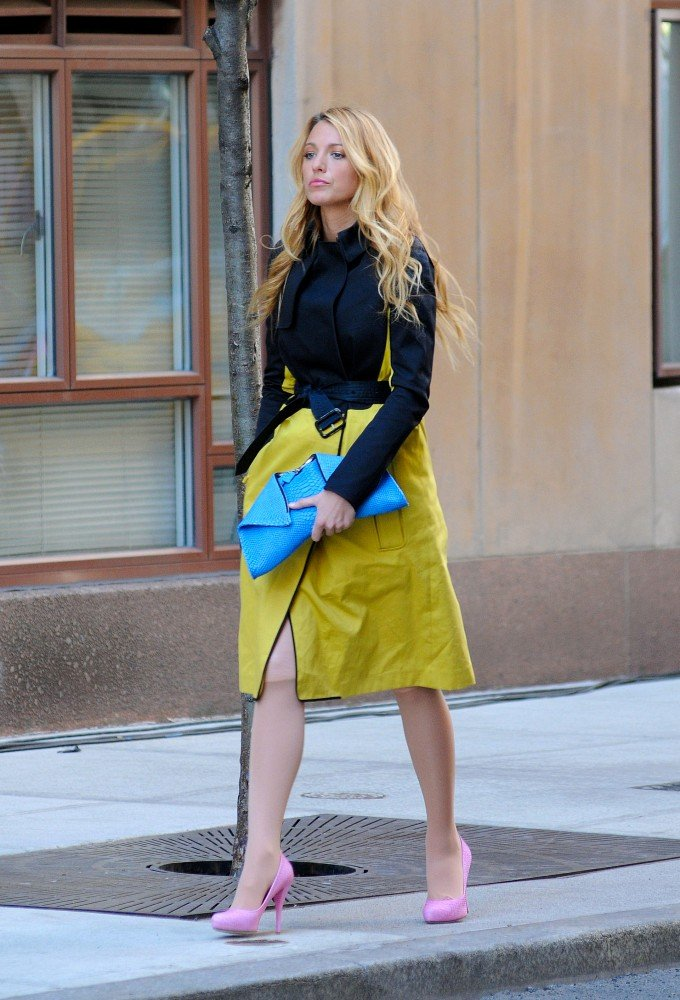 Blake Lively took a stroll on the Upper West Side for the filming of Gossip Girl in NYC.