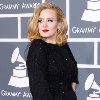 Adele Wins Best Retro Beauty Look in BellaSugar Beauty Awards