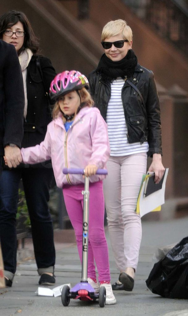 Michelle Williams walked in Brooklyn with Matilda.