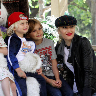 Gwen Stefani Easter Egg Hunt With Kingston and Zuma Pictures