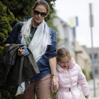 Jennifer Garner Pictures in LA With Violet Affleck at Class
