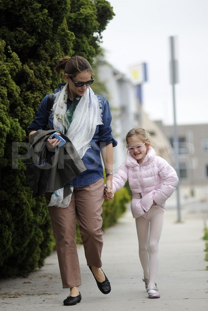 Jennifer Garner Spends a Smiley Day With Violet