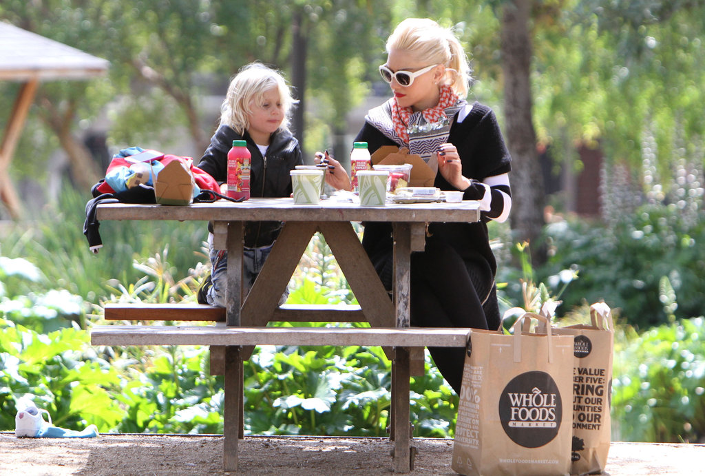 Gwen Stefani had a Whole Foods picnic with Zuma at the park in LA.