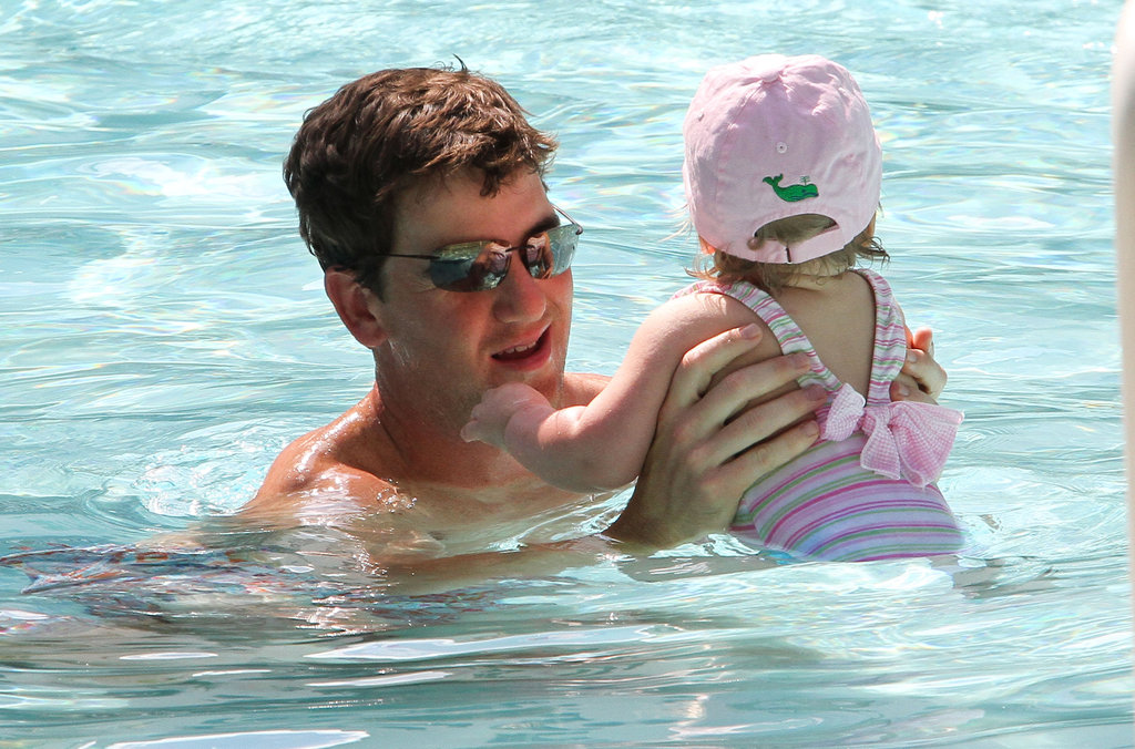 Shirtless Super Bowl Champ Eli Manning Hits Miami With Cute Girls